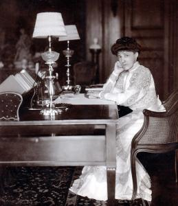 Edith Wharton in the library of The Mount in 1905.