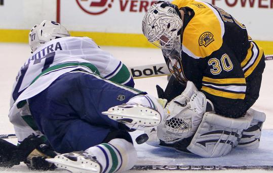 Tim Thomas didn't let Manny Malhotra — or the puck — get past him in the second period.