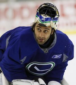 "Canucks goalie Roberto Luongo said playing on the road ""doesn't make a difference for me.''"