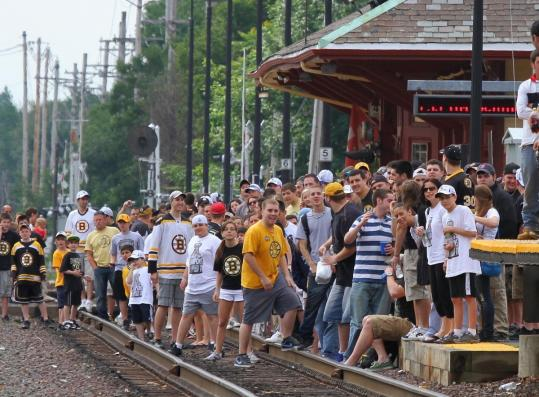 A mass of Bruins fans were ready at 8:40 a.m. yesterday as the train approached the commuter rail station in Reading.
