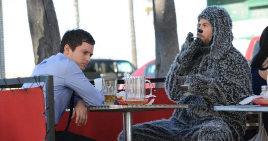 Elijah Wood plays a suicidal man who can converse with his neighbor's dog, Wilfred. Jason Gann has the title role, as he did in the series he created in Australia.