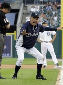 Manager Jim Leyland mocks Ed Rapuano (left) after the umpire reversed his call from safe to out in the seventh inning.