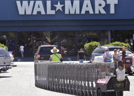 Wal-Mart Stores said the 10-cent discount will be taken immediately at the gas pump.
