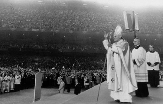 Virgilio Noe stood next to Pope John Paul II as he celebrated Mass at Yankee Stadium in 1979.