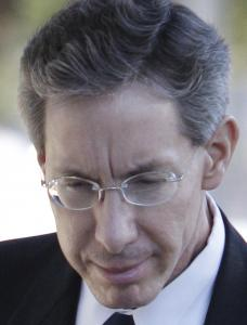 The court said Warren Jeffs may represent himself .