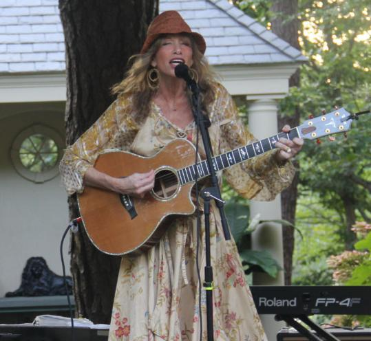 Carly Simon performed for Patricia Neal's daughter Ophelia and others.