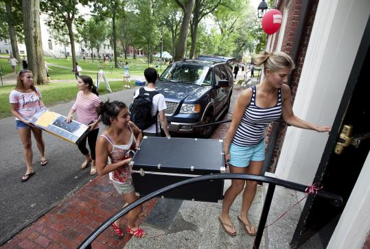 Zoe Michas of New York and Hanling Petredean of San Luis Obispo, Calif., carried a chest into their Harvard dorm.