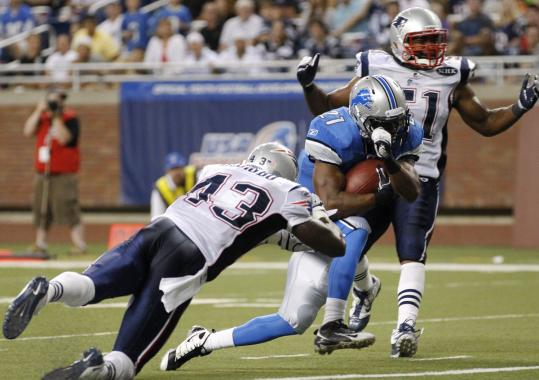 Lions running back Aaron Brown scoots past Patriots safety James Ihedigbo (43) for a touchdown in the second quarter.