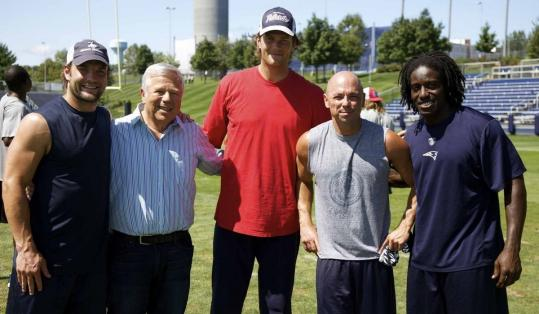 Kenny Chesney (second from right) at Patriots practice with (from left) Wes Welker, owner Robert Kraft, Tom Brady, and Deion Branch.