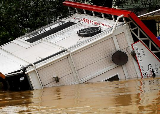 Thousands forced to evacuate in western Pennsylvania were expected to start returning to their homes as flooding along the Susquehanna and its tributaries began to recede yesterday.