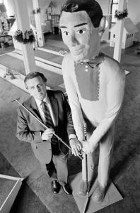 "Ralph Lomma posed with his company's ""Mr. Golf'' in Scranton, Pa., in 1984."