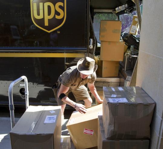 The largest package delivery company says efficiencies in its supply chain let it post a 5 percent quarterly profit gain. But the company expects the US economy to grow only at a very slow pace.
