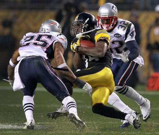 Pittsburgh's Antonio Brown pulls in a reception between Patriots safety Patrick Chung (25) and cornerback Devin McCourty in Sunday's game.