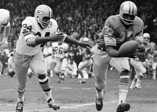 Tommy Watkins drew coverage in 1967 from Willie Wood (left) during a game in Detroit.