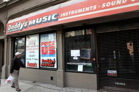 Daddy's Junky Music Stores abruptly closed their doors last month.