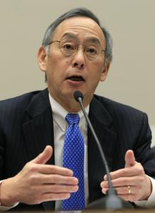 Energy Secretary Steven Chu insisted politics played no role in the decision to loan now-bankrupt Solyndra Inc. $528 million.
