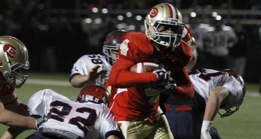 Running back Vondell Langston (4) broke through the Lincoln-Sudbury defense for a 2-yard touchdown to give Everett a 13-0 lead in the second quarter.