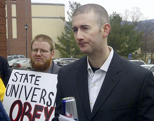 Bradley Jardis spoke about the right to bear arms before a small crowd on the campus of Plymouth State University.