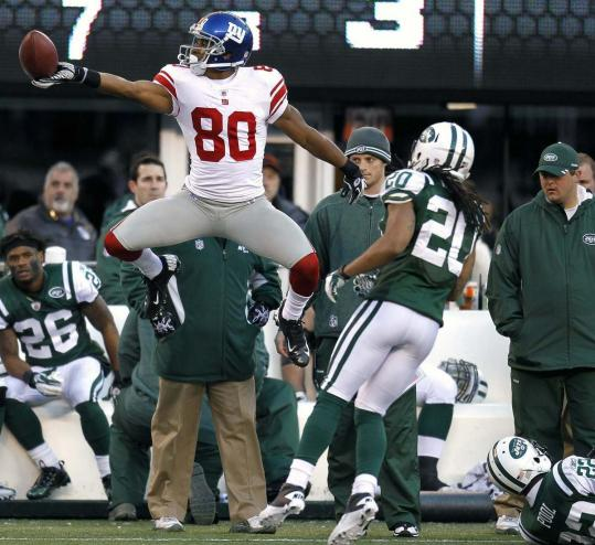 Victor Cruz had plenty to celebrate during the Giants' win, setting two team receiving records.