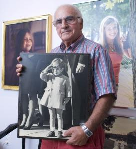 Former United Press International photographer Stan Stearns in 2007, with his photo of John F. Kennedy Jr. saluting his father at the president's funeral.