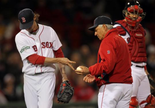 Clay Buchholz hands off to manager Bobby Valentine after allowing five runs in the seventh.