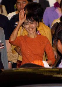 Aung San Suu Kyi arrived at Bangkok's airport Tuesday, beginning her first trip outside Myanmar in 24 years.