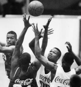 Antoine Walker, playing for Chicago in 1992, was among the future NBA players who appeared in the Boston Shootout.
