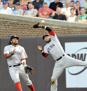 Dustin Pedroia can&#8217;t make a catch in front of the charging Darnell McDonald in the third inning.