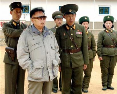 North Korean leader Kim Jong-il (2nd L) is seen alongside North Korean soldiers in North Korea, in this undated photo released by Korea News Service April 8, 2006. The United States is open to discussions with North Korea on a peace treaty at the same time as six-country talks on dismantling Pyongyang's nuclear programs, a U.S. official said on Thursday.