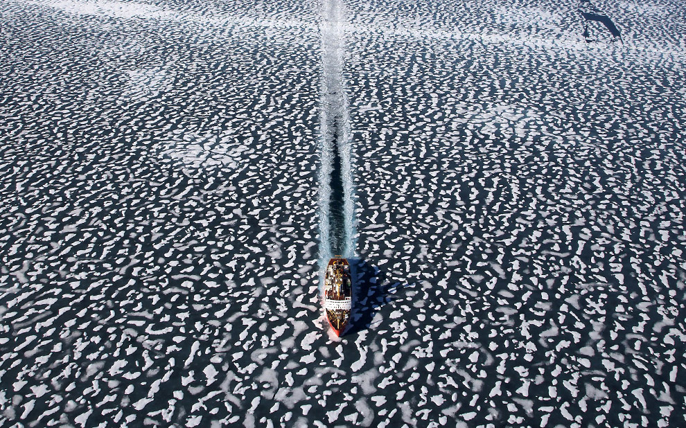 Icebreaker Louis Saint Laurent in Resolute Bay, Nunavut Territory, Canada. [map] (© Yann Arthus-Bertrand)