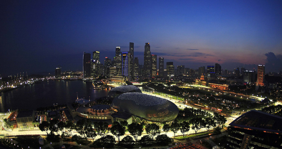 A general view shows part of the illuminated street circuit of the Singapore Formula One Grand Prix at dusk (REUTERS/Tim Chong)