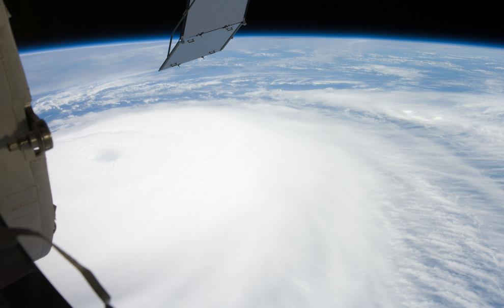 Des photos des ouragans par les espace-nautes Hurricane1