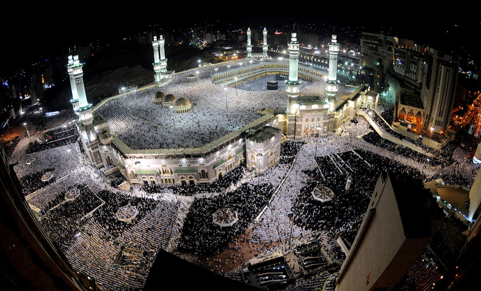 the Grand Mosque during the last week of Ramadan in Mecca, Saudi Arabia,