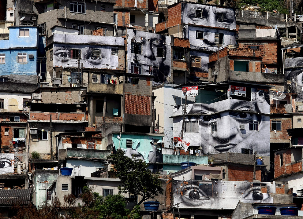 Общий вид на фавел Morro da Providencia (Склон провидения). 20 августа 2008. (VANDERLEI ALMEIDA/AFP/Getty Images)
