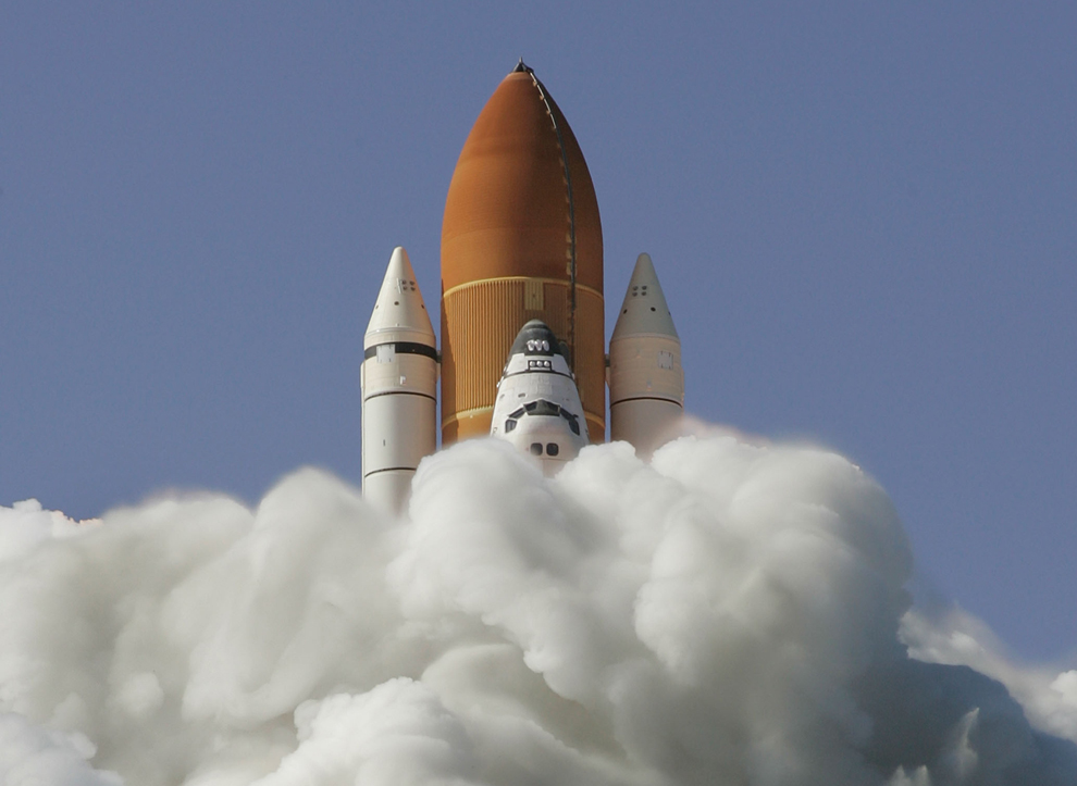 Шаттл «Discovery» взлетает со стартовой площадки 39-A космического центра им. Кеннеди 31 мая 2008 на мысе Канаверал, штат Флорида. (Eliot J. Schechter /Getty Images)