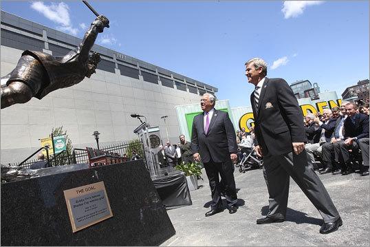 Bruins Bobby Orr Statue Unveiled Boston Com