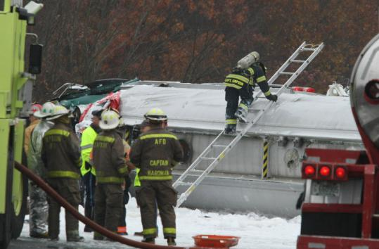 Tanker truck spills jet fuel in I-95 crash in Attleboro - The Boston