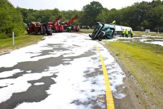 11,000 gallons of jet fuel spills in Foxborough - The Boston Globe