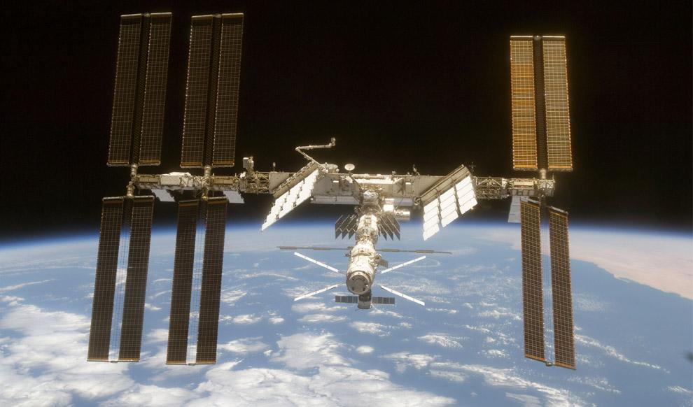 Die ISS vom Space Shuttle Discovery aus gesehen am 11 Juni 2008